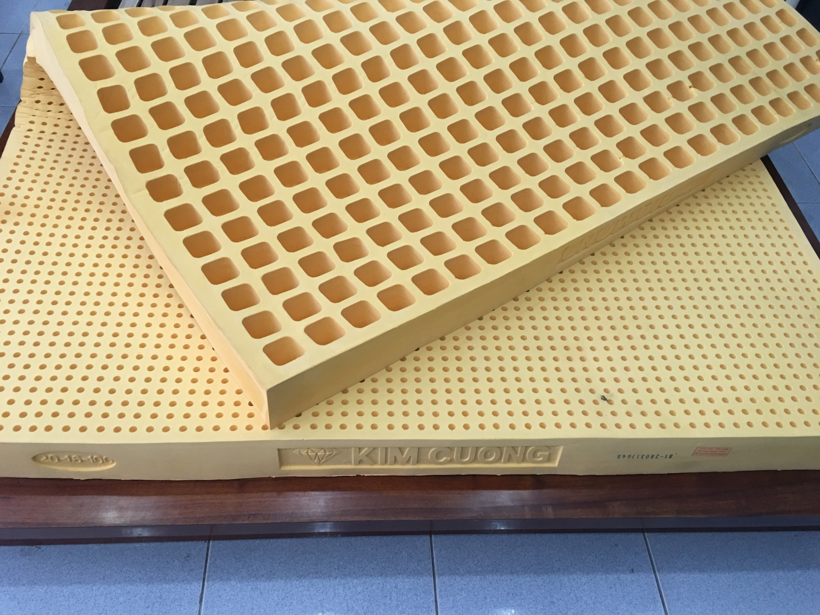 Giá Nệm Cao Su 1m6 x 2m